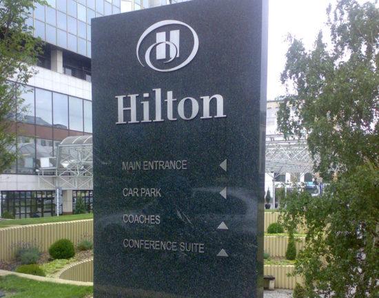 orientační panel hotel hilton