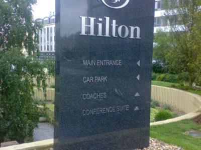 Hilton hotel Prague - navigační panel z kamene